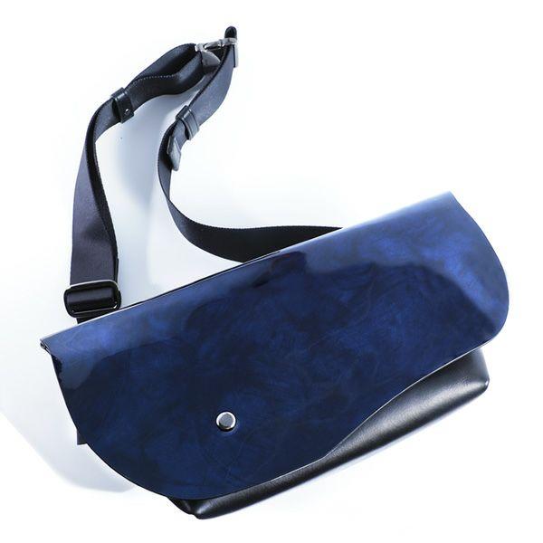 小さめのサイズ感がメンズに人気のミニショルダーバッグ SLUR STRADA